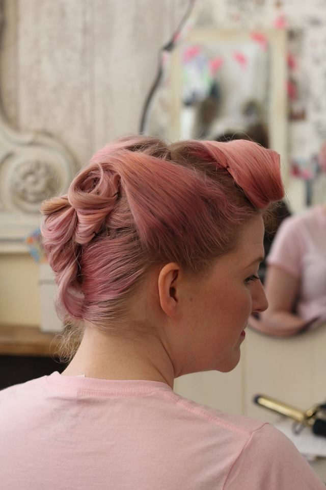 Retro rolls for a bridesmaid