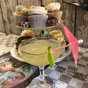 cocktails-and-cupcakes-at-Hairdresses-Edinburgh-Lipstick-Lashes-and-Locks_5