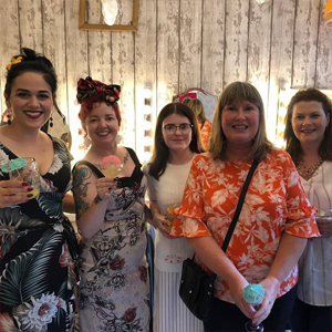 cocktails-and-cupcakes-at-Hairdresses-Edinburgh-Lipstick-Lashes-and-Locks_7